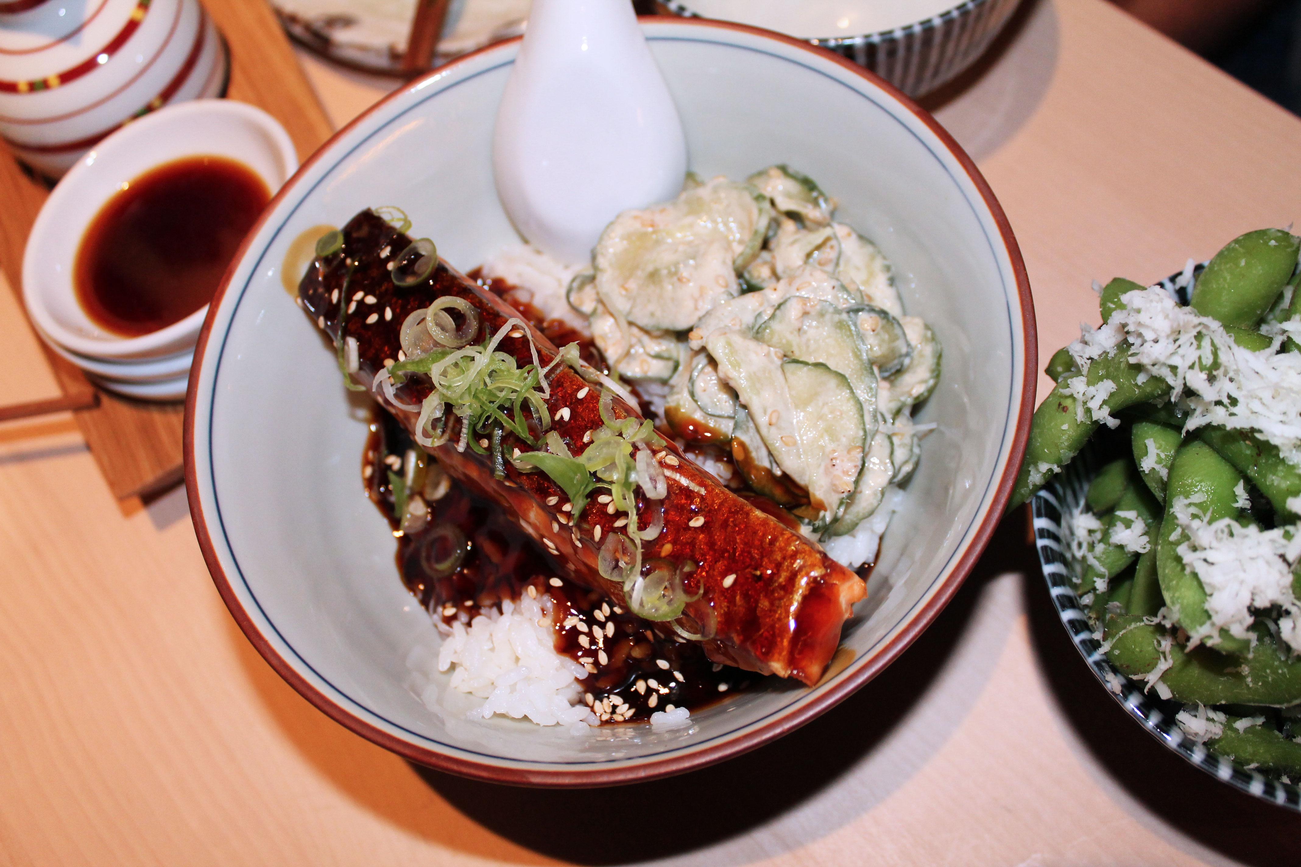 kardiaserena-iki-restaurant-erste-campus-lokaltipp-sake-don-gegrilltes-lachsfilet-teriyaki-sauce