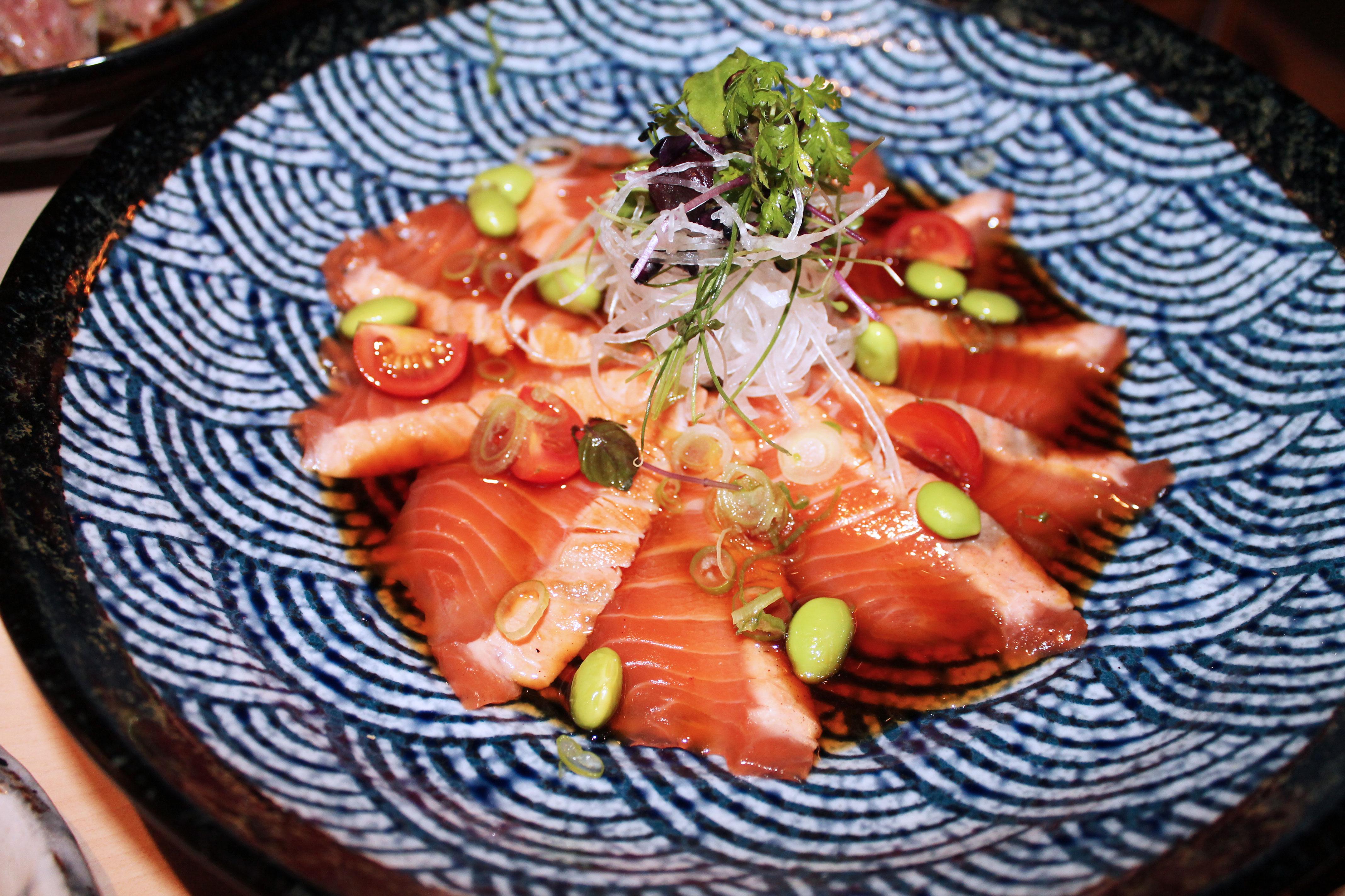 kardiaserena-iki-restaurant-erste-campus-lokaltipp-spicy-iki-roll-lachs-tartar