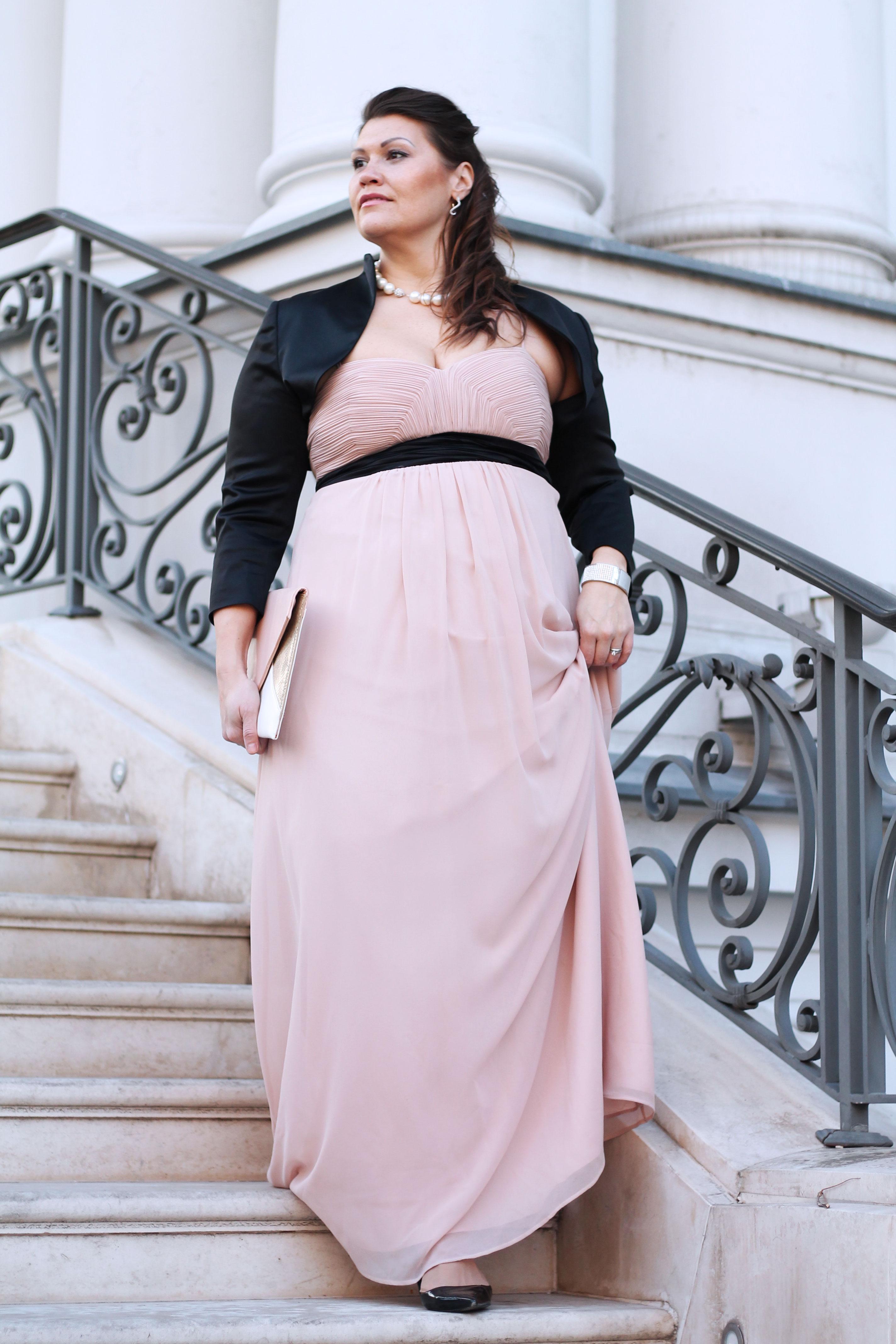 ballkleid-farbe-rose-nude-kardiaserena-schwarzer-bolero-ballsaison-plussize-blogger-fashion-outfit