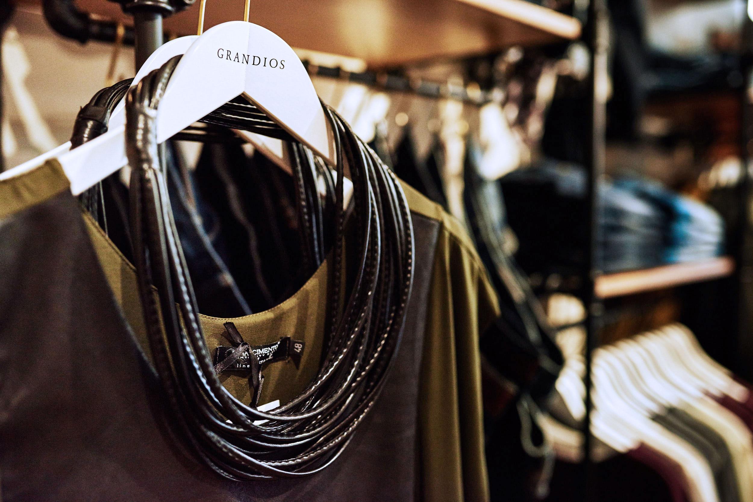 boutique-grandios-vienna-otto-bauer-gasse-11-wien-mariahilferstrase-kardiaserena-plus-size-fashion-outfit-wohnzimmer-feeling