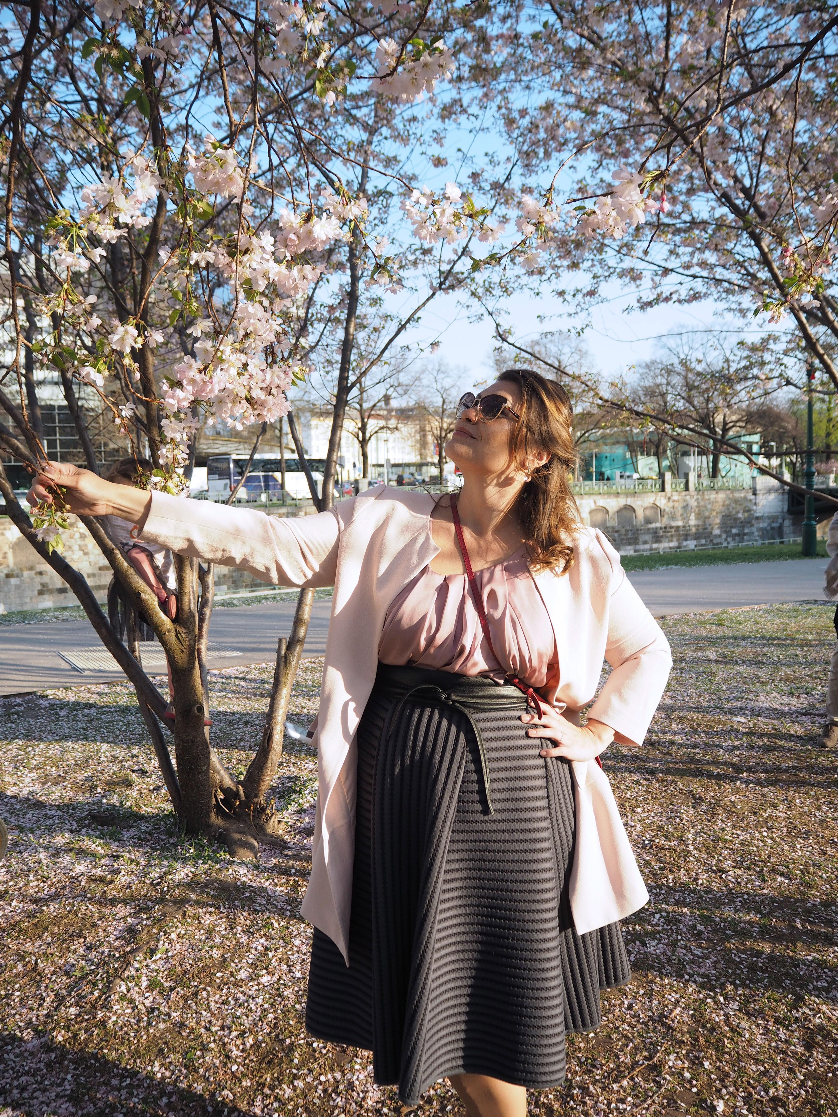 cherry-blossom-sakura-spring-look-rosé-mantel-h&m-tellerrock-fashion-my-look-plus-size-blogger-kardiaserena-furla-bag-marc-jacobs-sonnenbrille