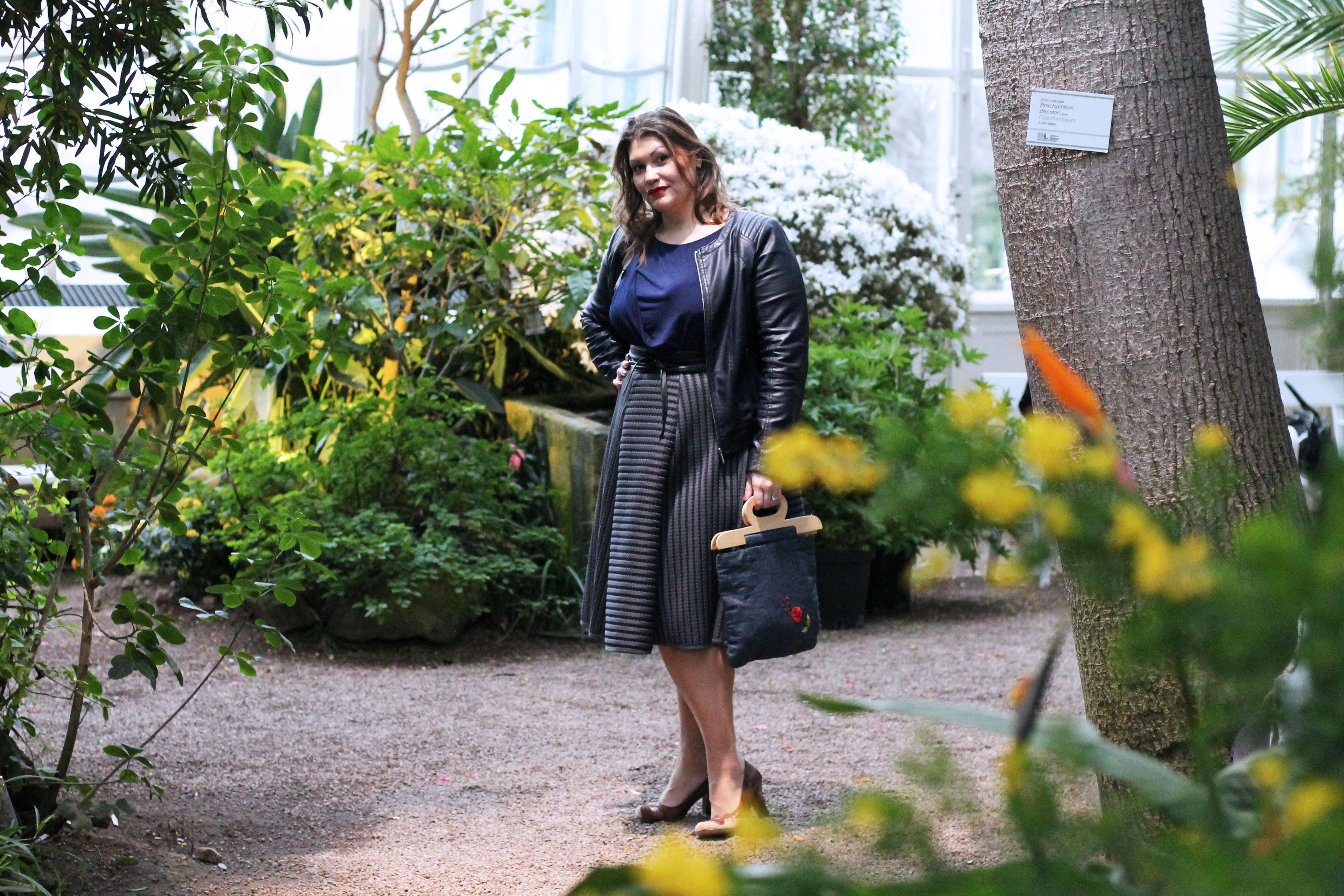 kardiaserena-plussize-outfit-denim-stickerei-whoismocca-fashion-challenge-bag-tasche-tellerrock