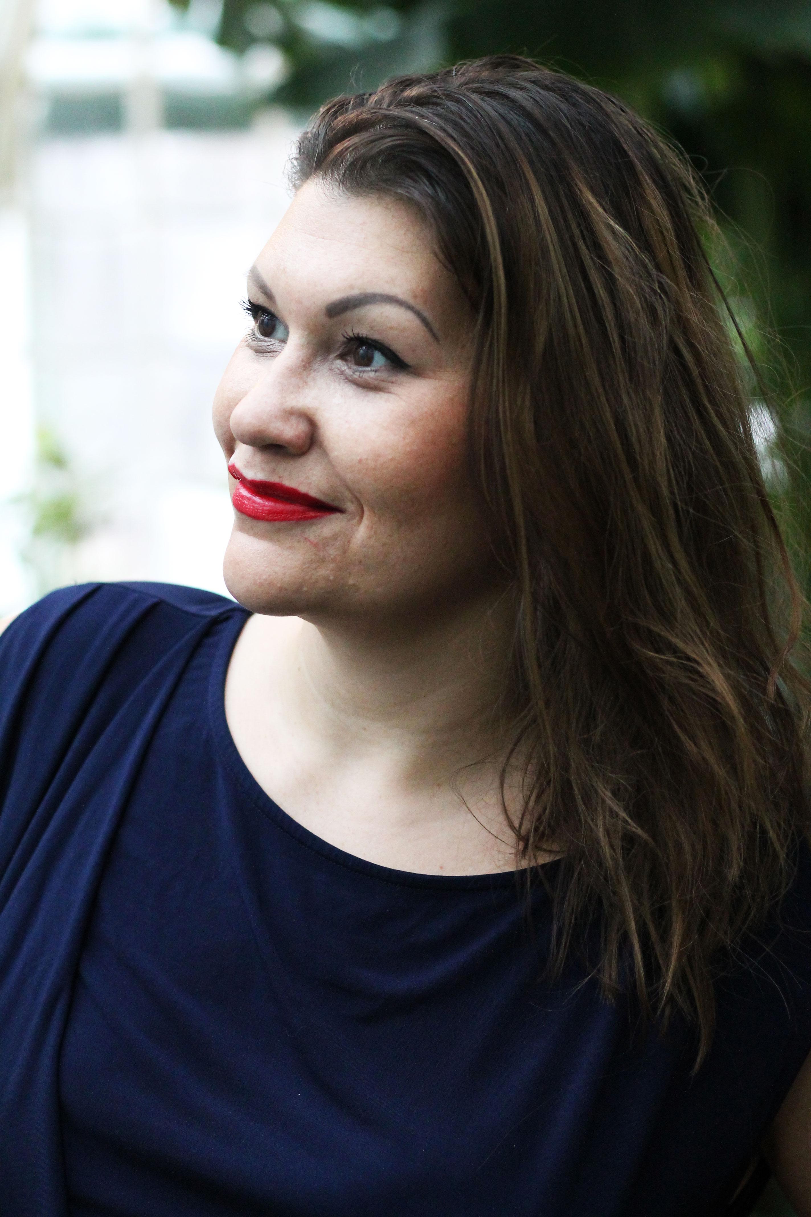kardiaserena-plussize-outfit-denim-stickerei-whoismocca-fashion-challenge-portraitfoto