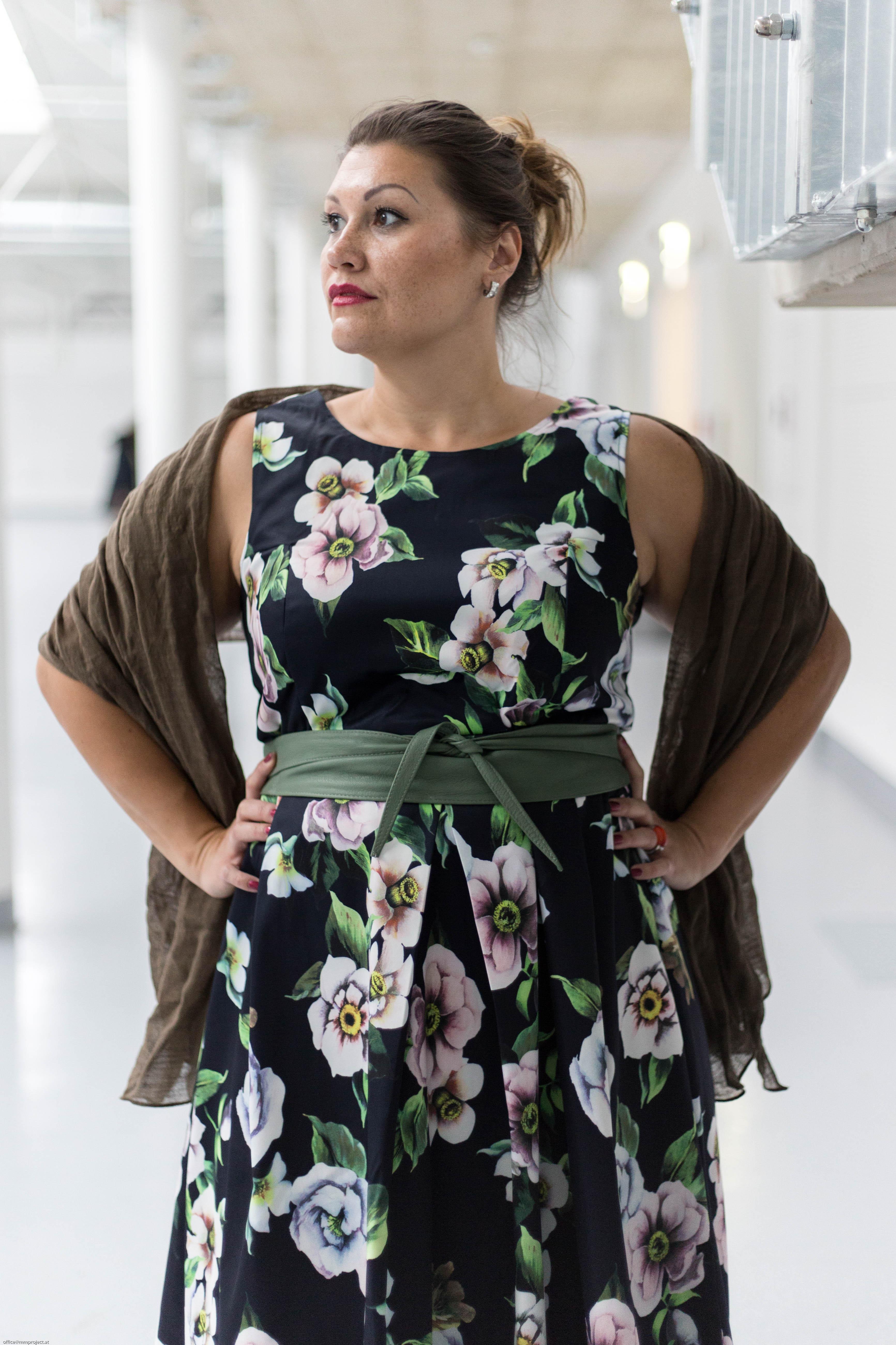 kardiaserena rockabilly style elegant zizzi fashion plus size fashion blumenmuster flowerprint blumenprint schal