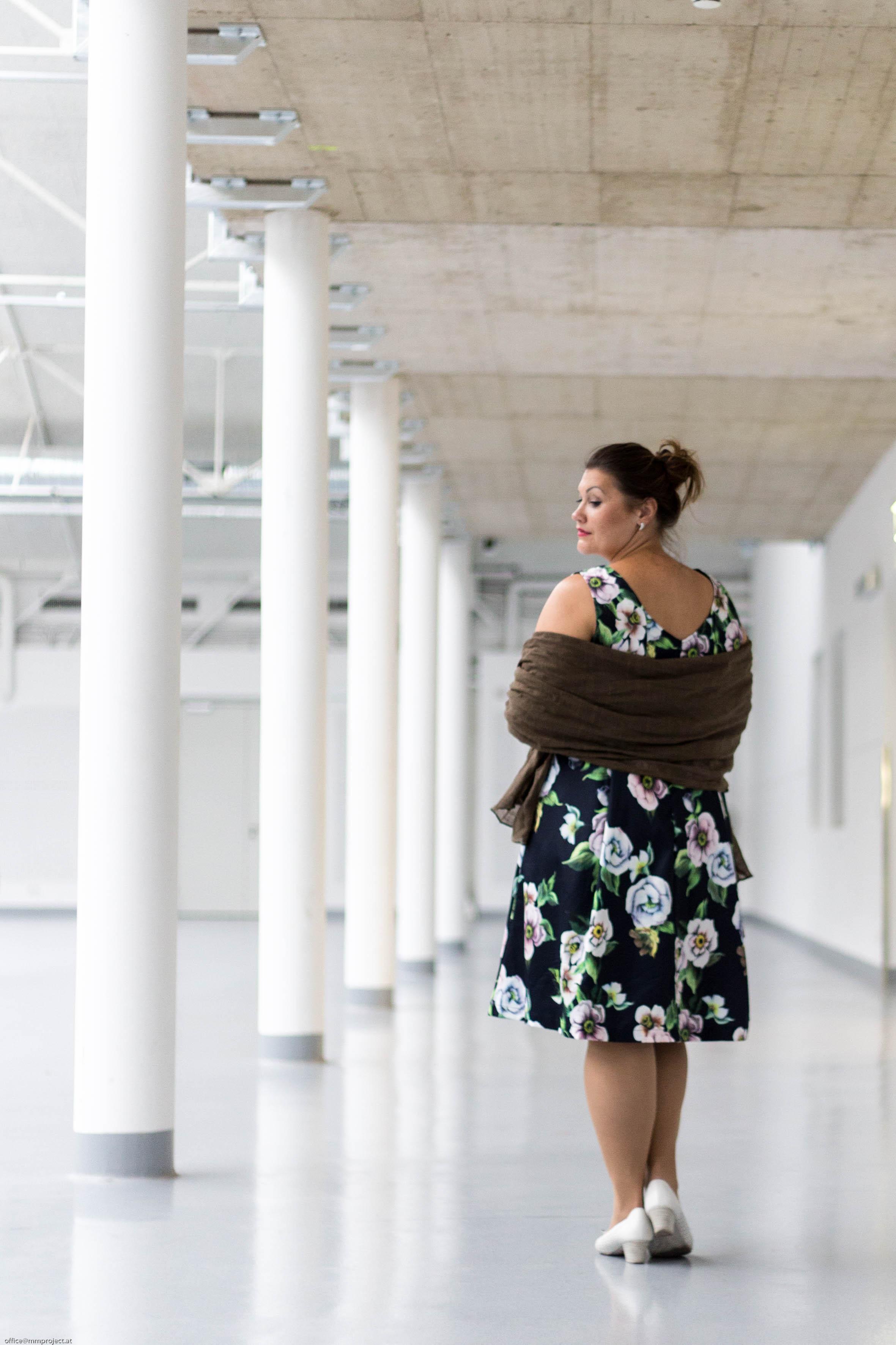 kardiaserena rockabilly style elegant zizzi fashion plus size fashion blumenprint flowerprint schal