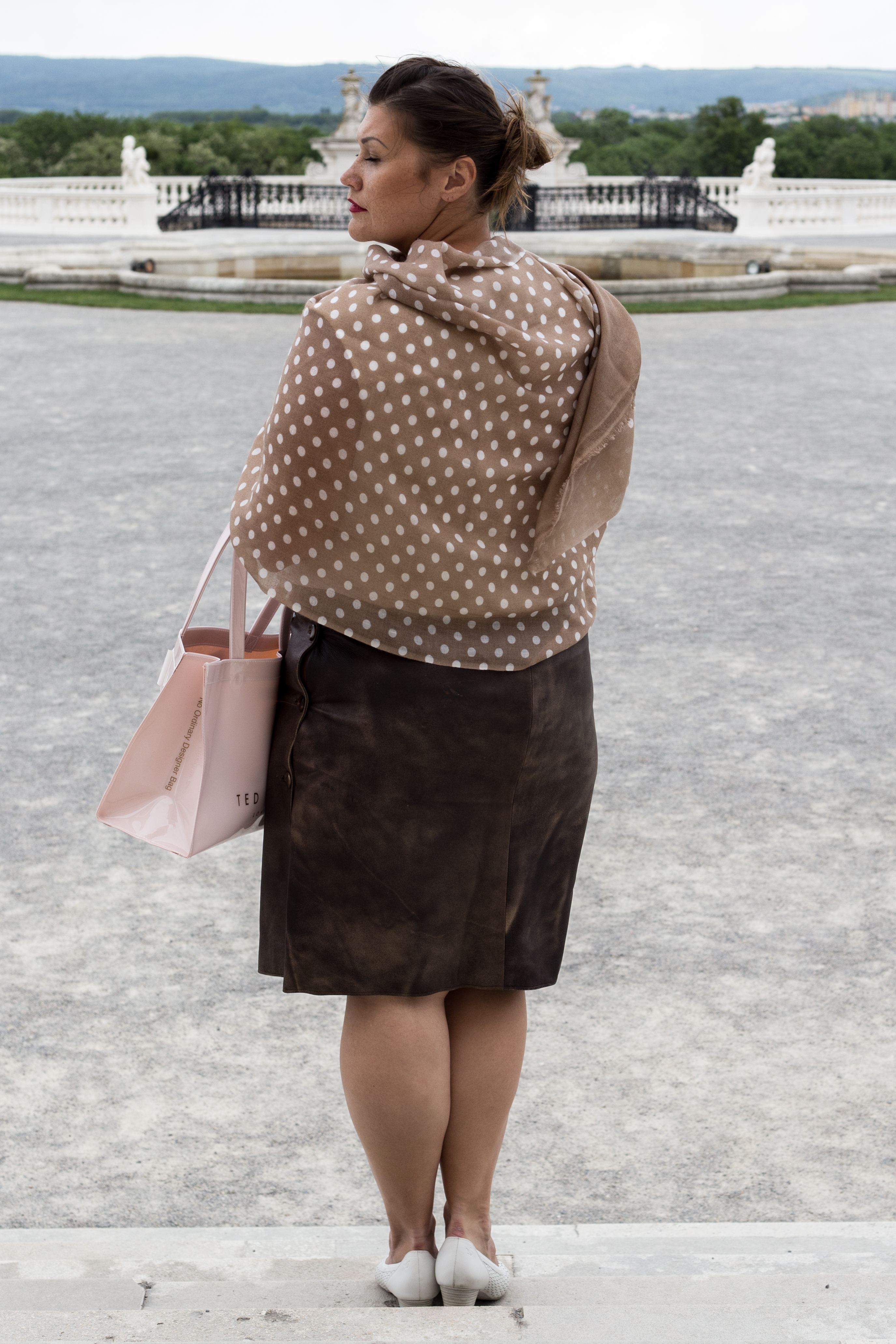 kardiaserena vintage look leder skirt dots scarf maheela ted baker igersaustria peeptoes caprice schloss hof