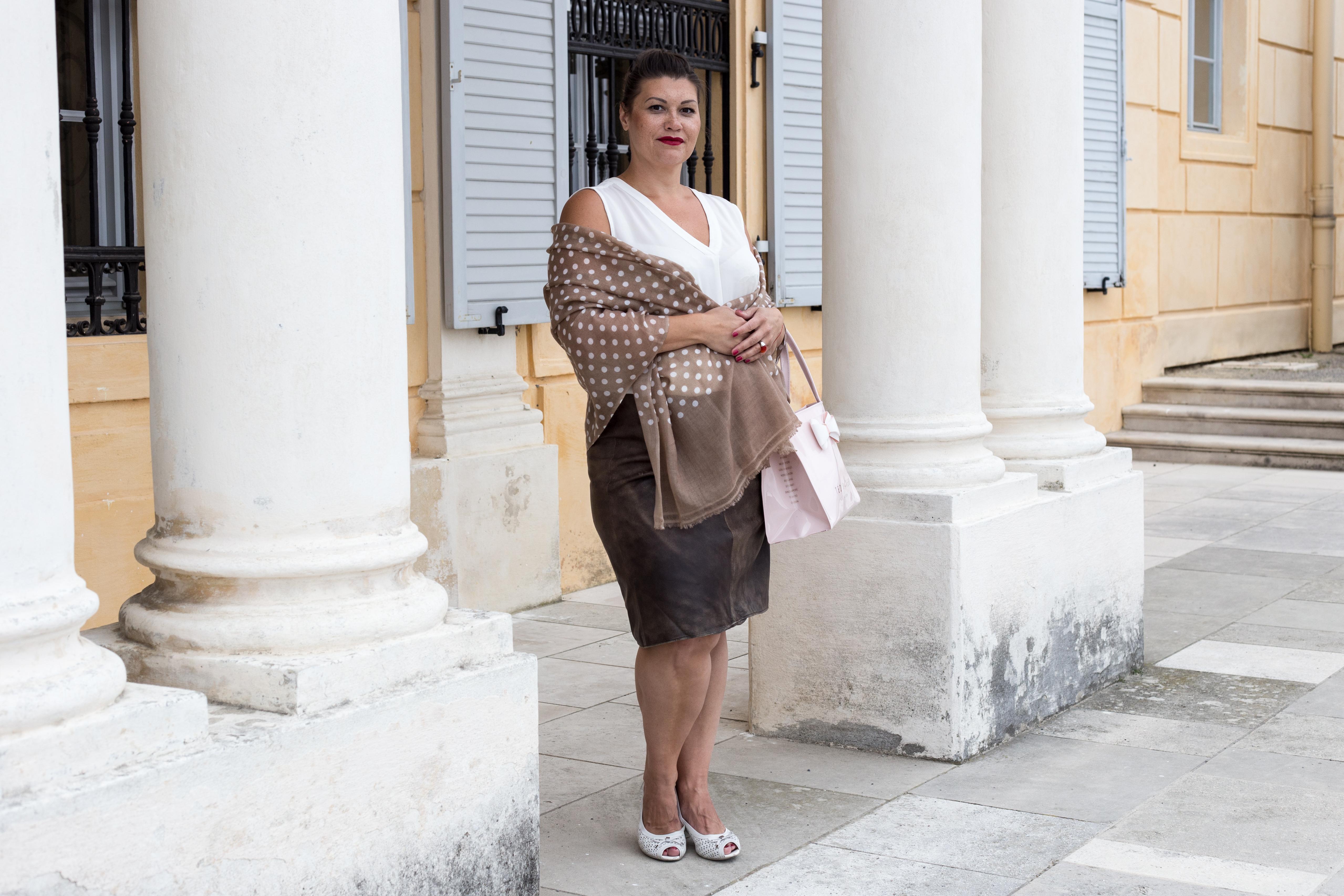 kardiaserena vintage look leder skirt dots scarf maheela ted baker schloss hof peeptoes caprice igersaustria