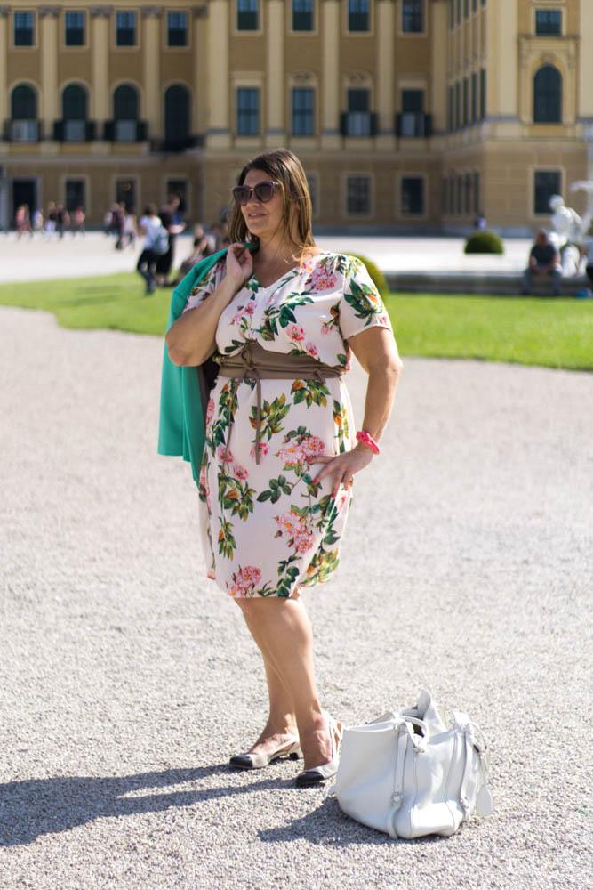 business look grandios vienna blumenkleid flowerdress mint blazer plussize fashion furla bag kardiaserena