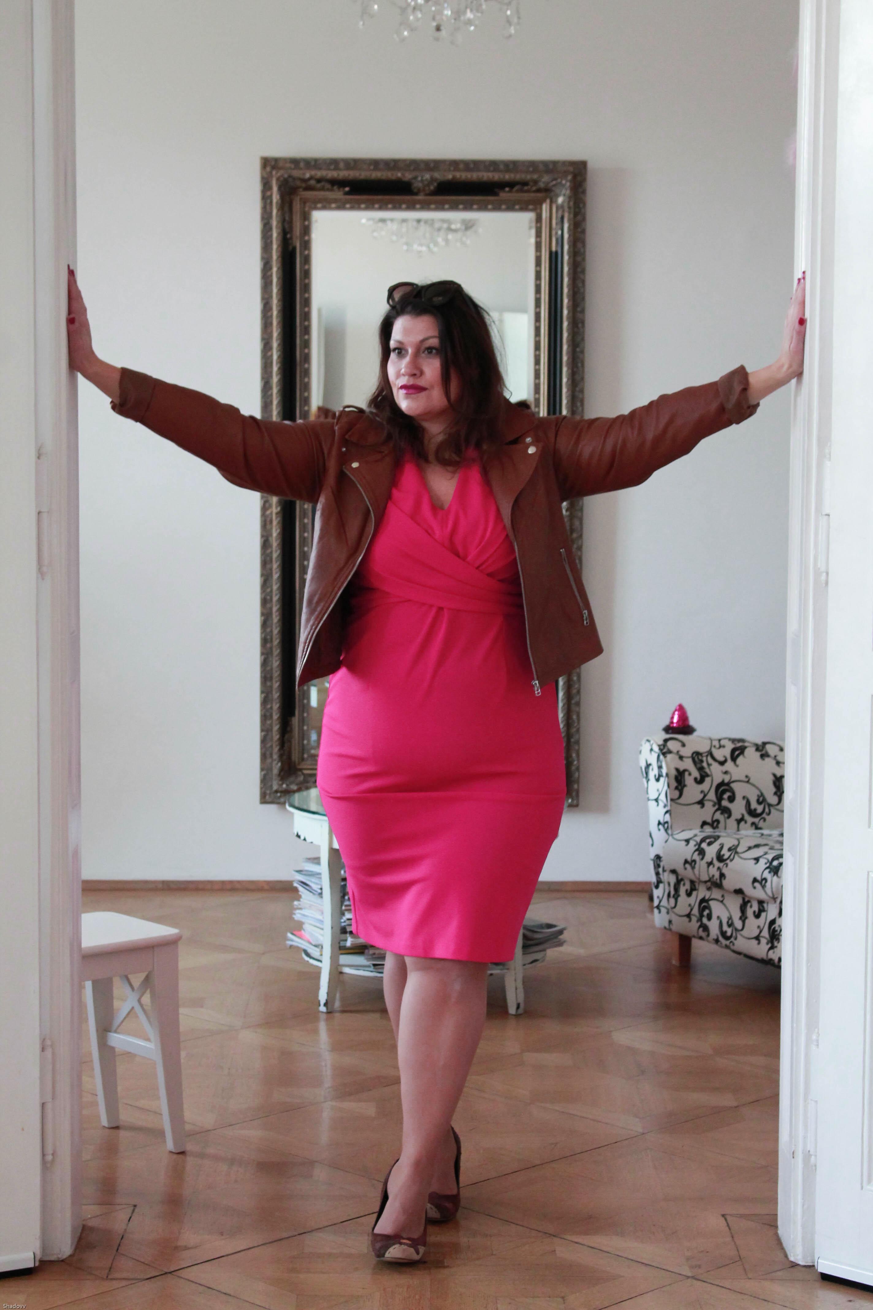 kitana by rinascimento etui kleid magenta pink elegant cool zizzifashion lederjacke curvy plussize fashion grandios boutique kardiaserena