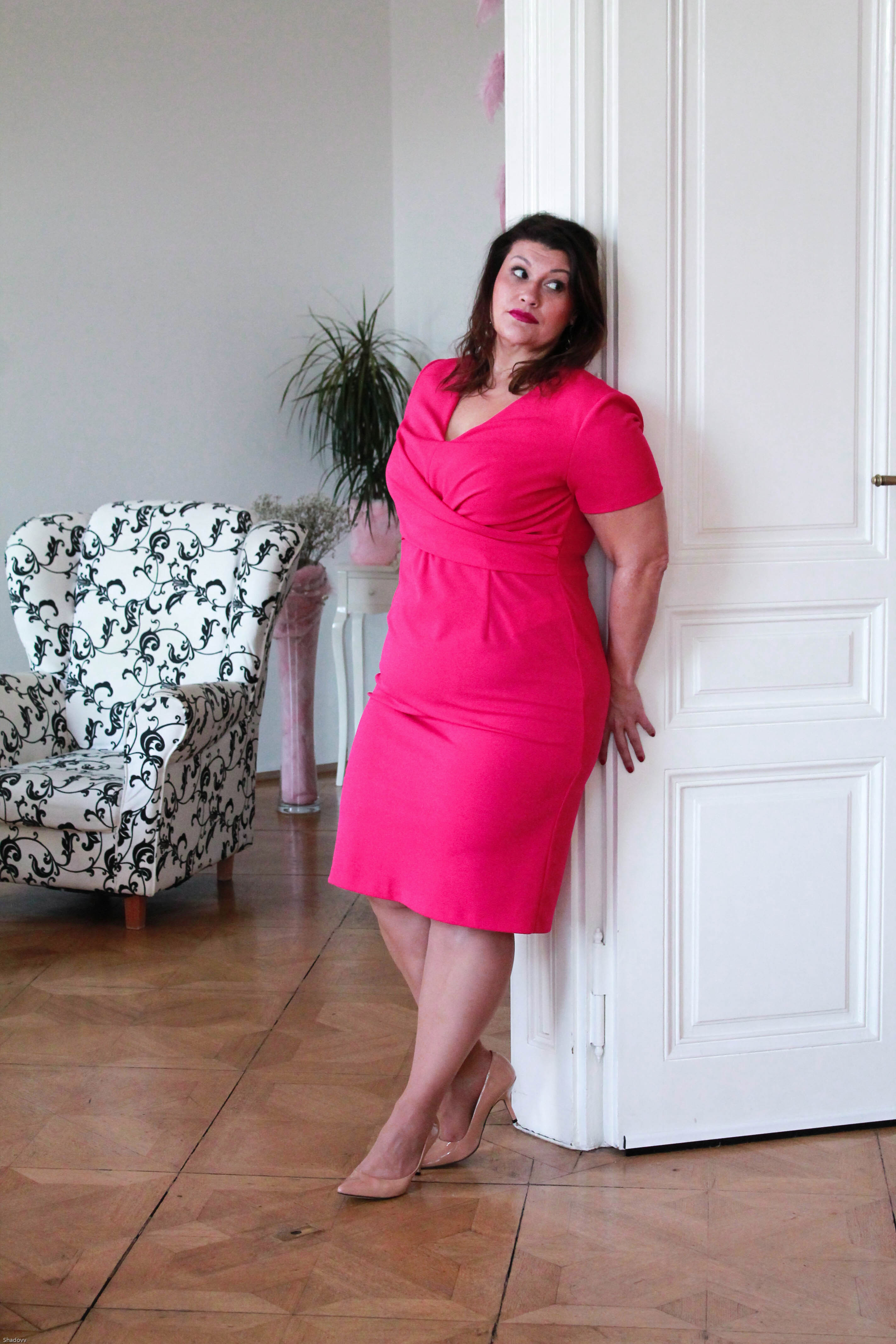 kitana by rinascimento etui kleid magenta pink elegant cool zizzifashion lederjacke curvy plussize fashion grandios boutique trend kardiaserena
