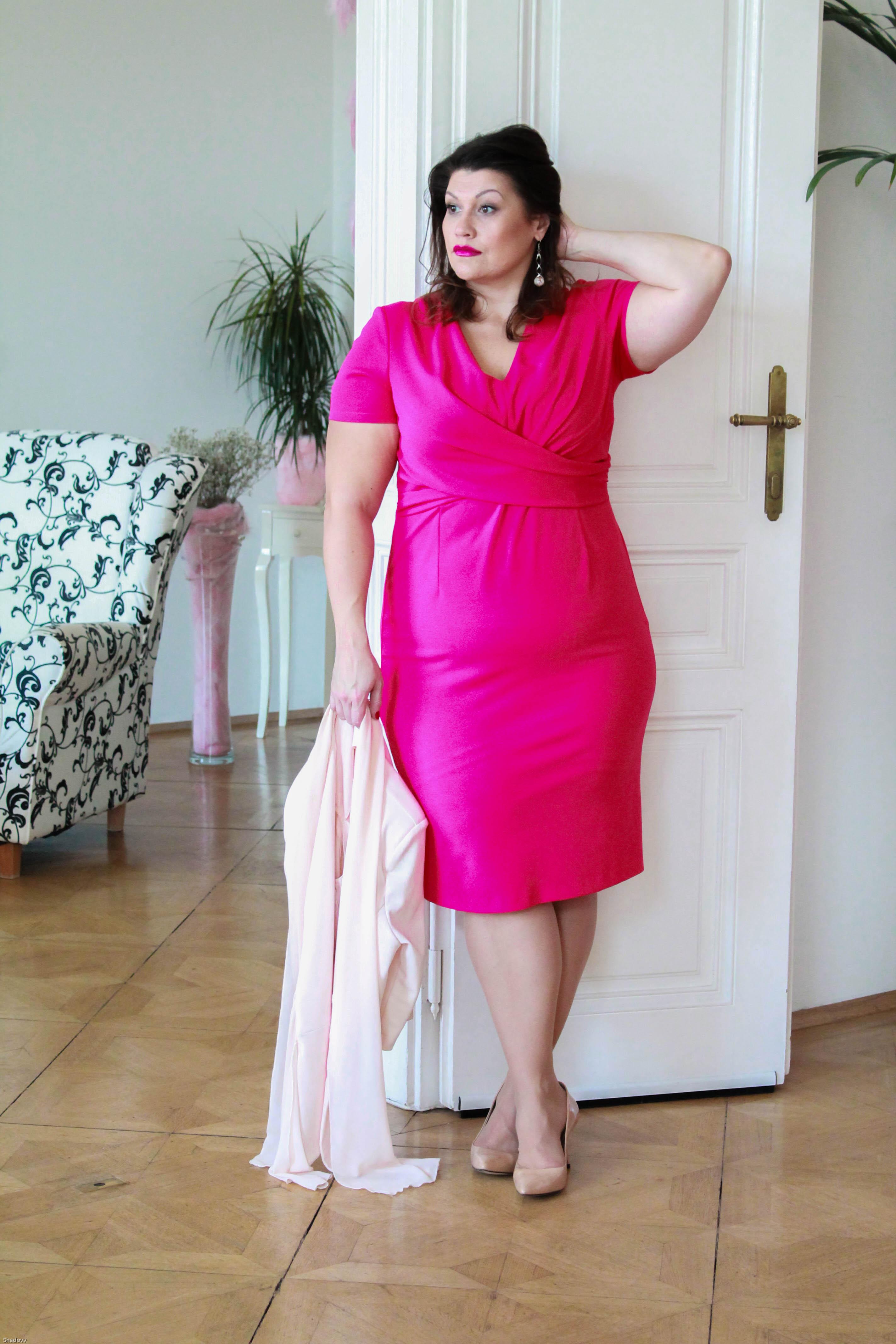 kitana by rinascimento kardiaserena etui kleid magenta pink elegant cool zizzifashion lederjacke curvy plussize fashion grandios boutique