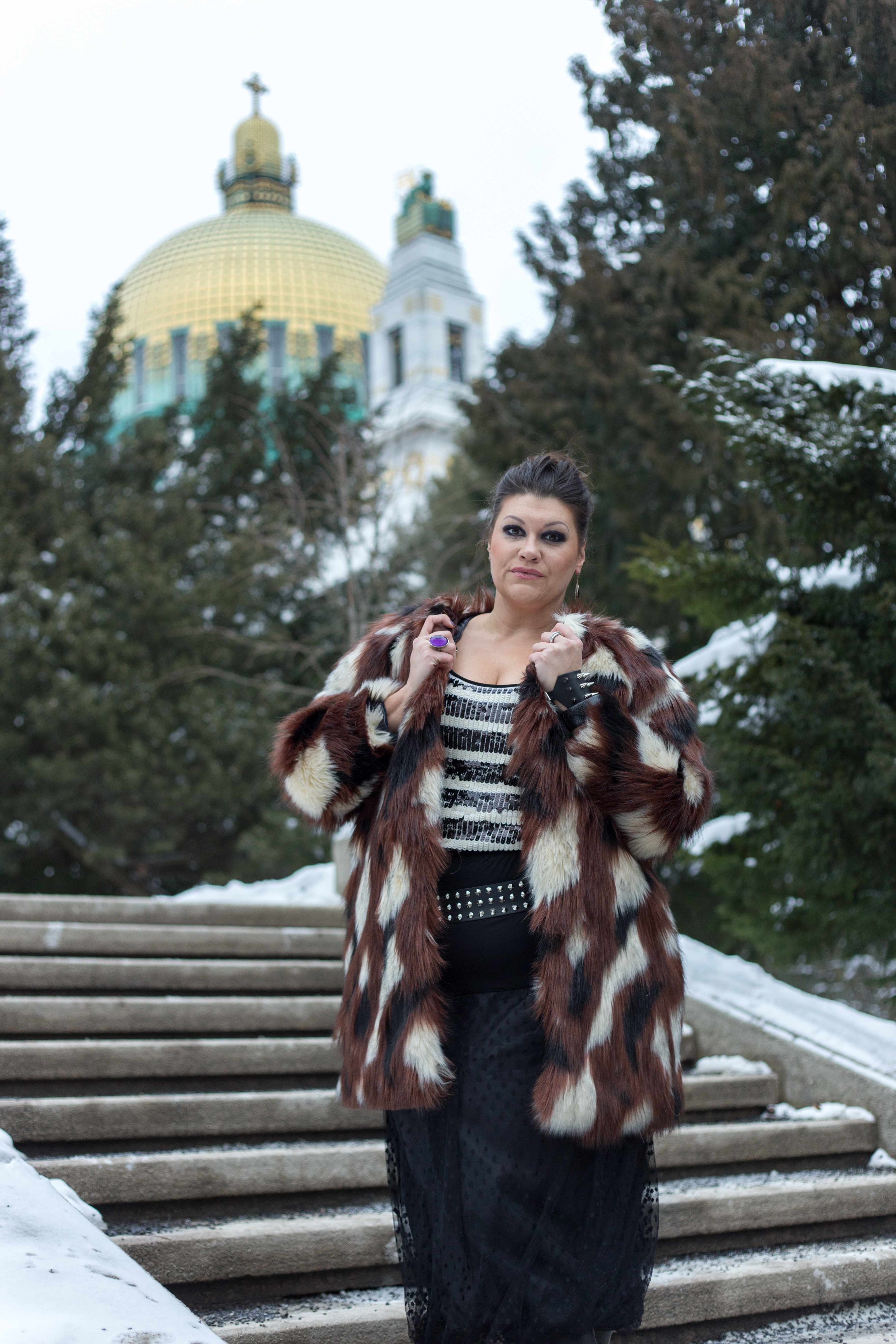 madonna blogger award navabi fauxfur plussize fashion devil queen outfit look fakefur snowwhite kardiaserena pelz