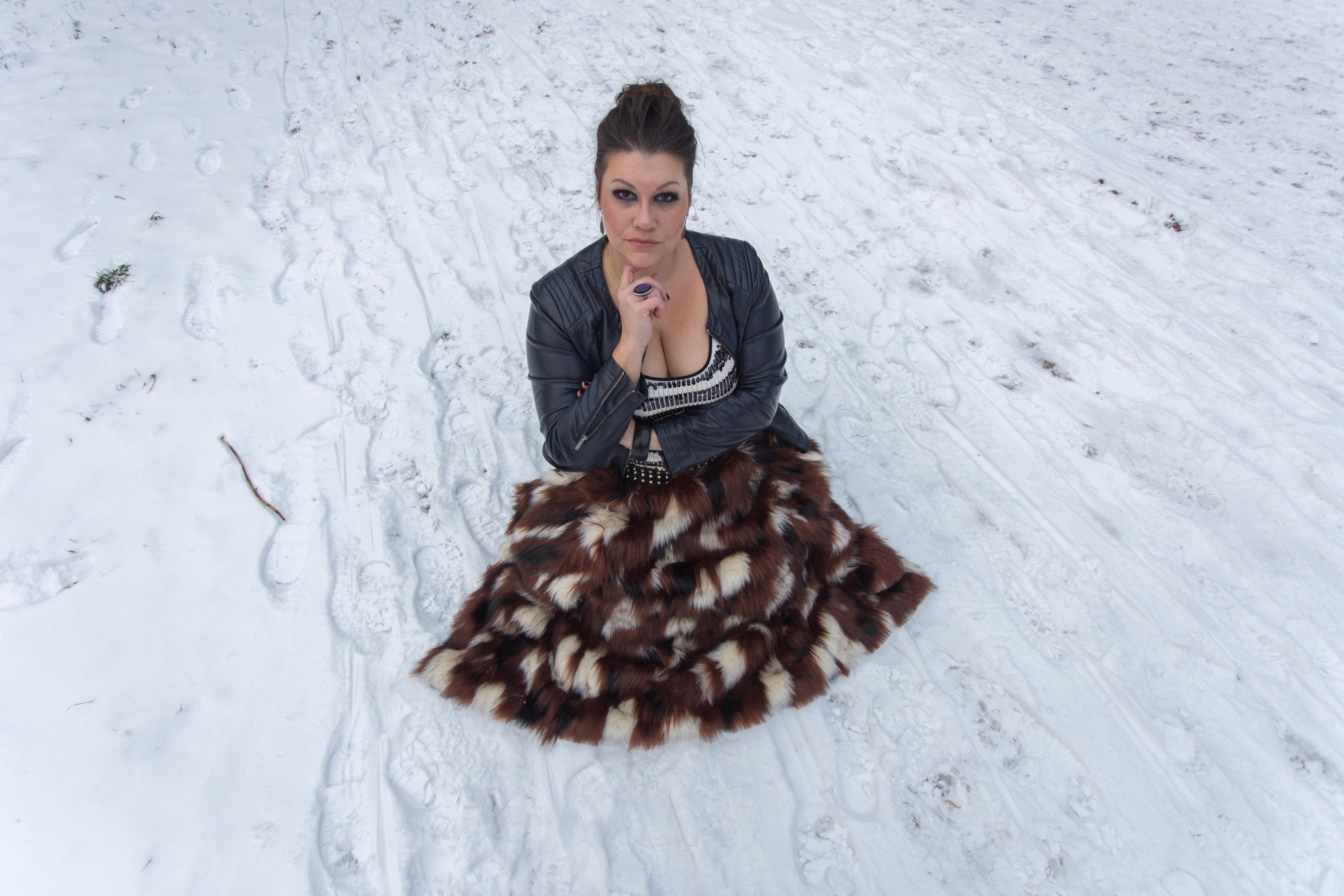 madonna blogger award navabi fauxfur plussize fashion devil queen outfit look pelz fakefur snowwhite kardiaserena (2)