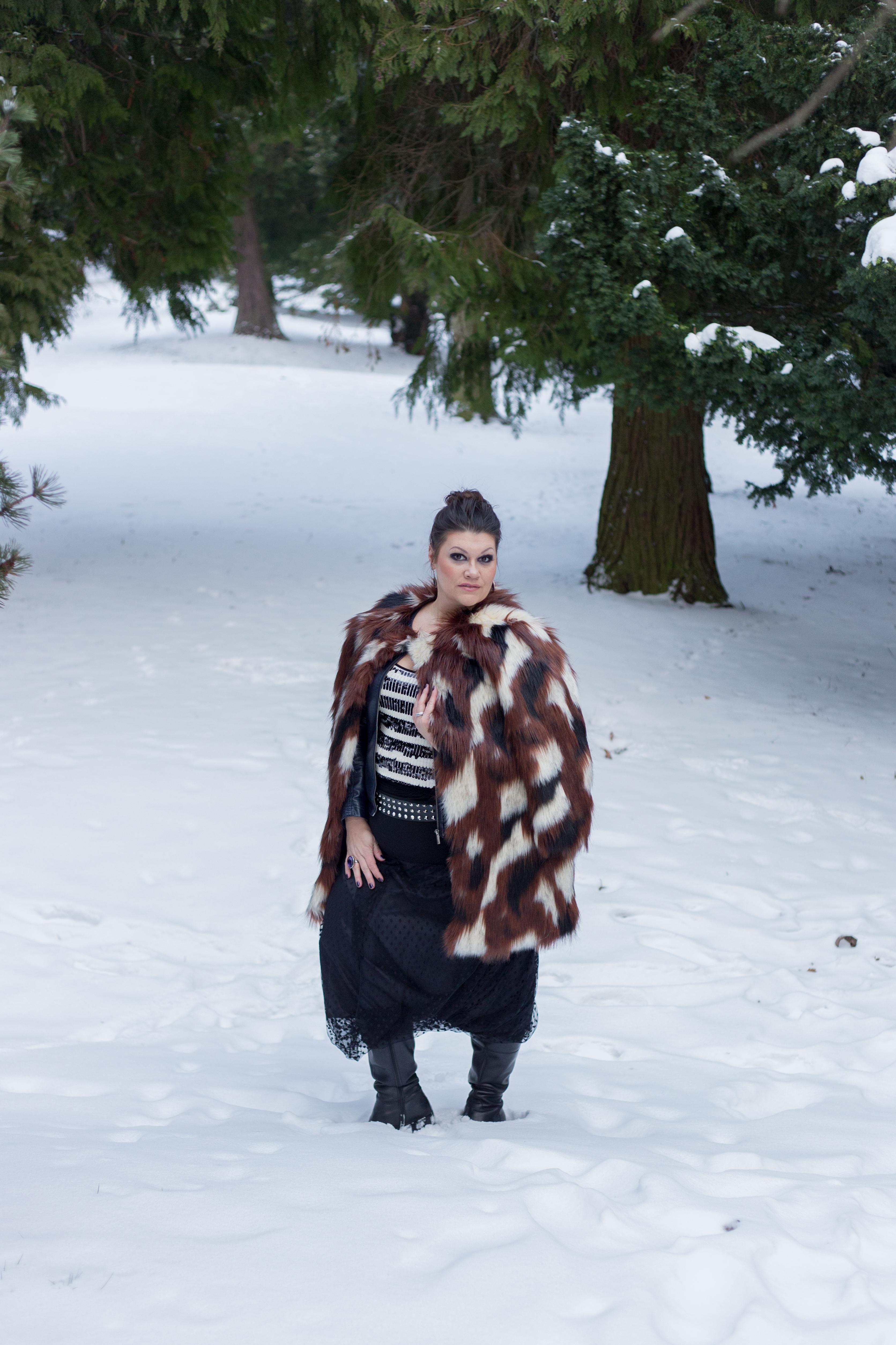 madonna blogger award navabi fauxfur plussize fashion devil queen outfit look pelz fakefur snowwhite kardiaserena (5)