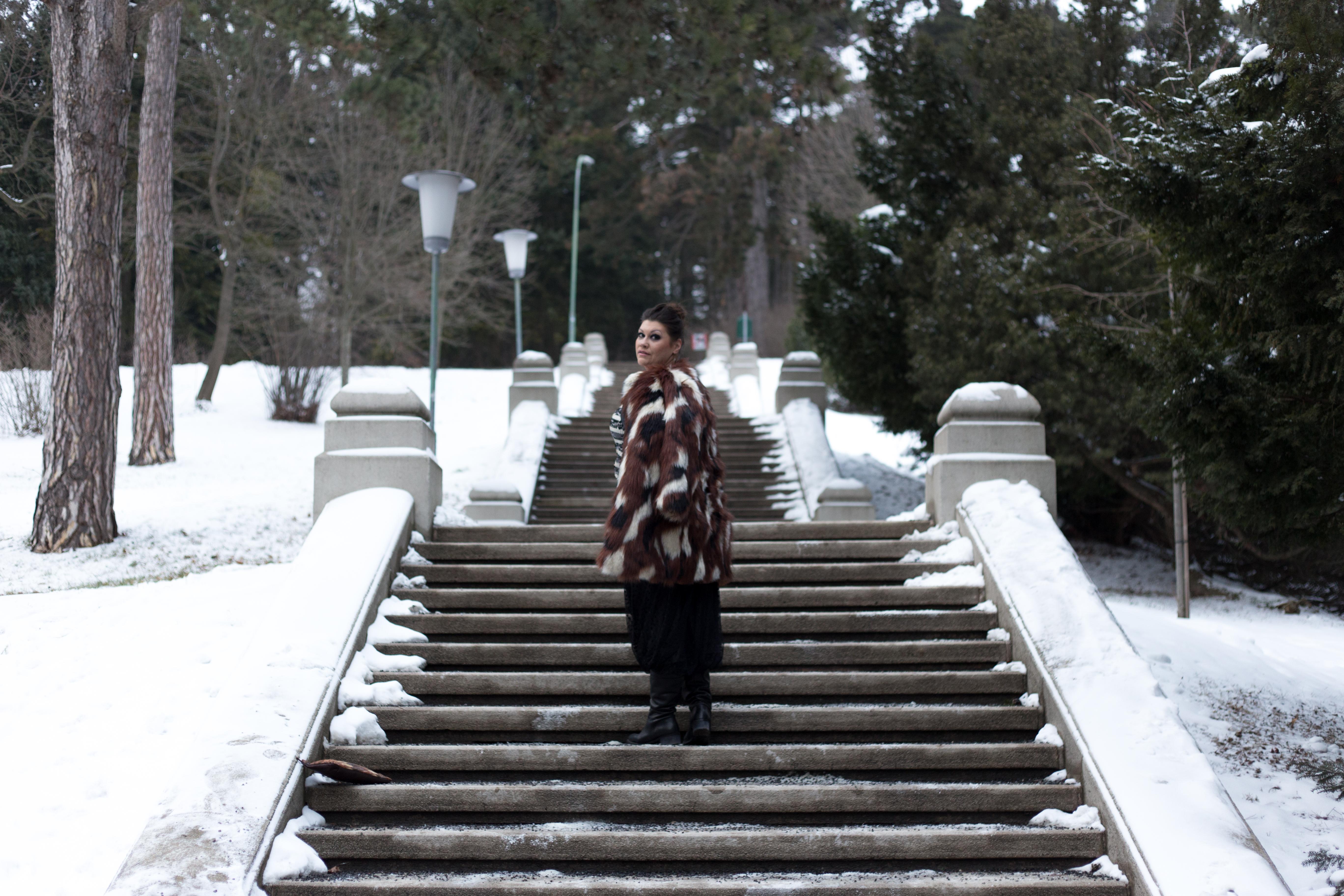 madonna blogger award navabi fauxfur plussize fashion devil queen outfit look pelz fakefur snowwhite kardiaserena (7)