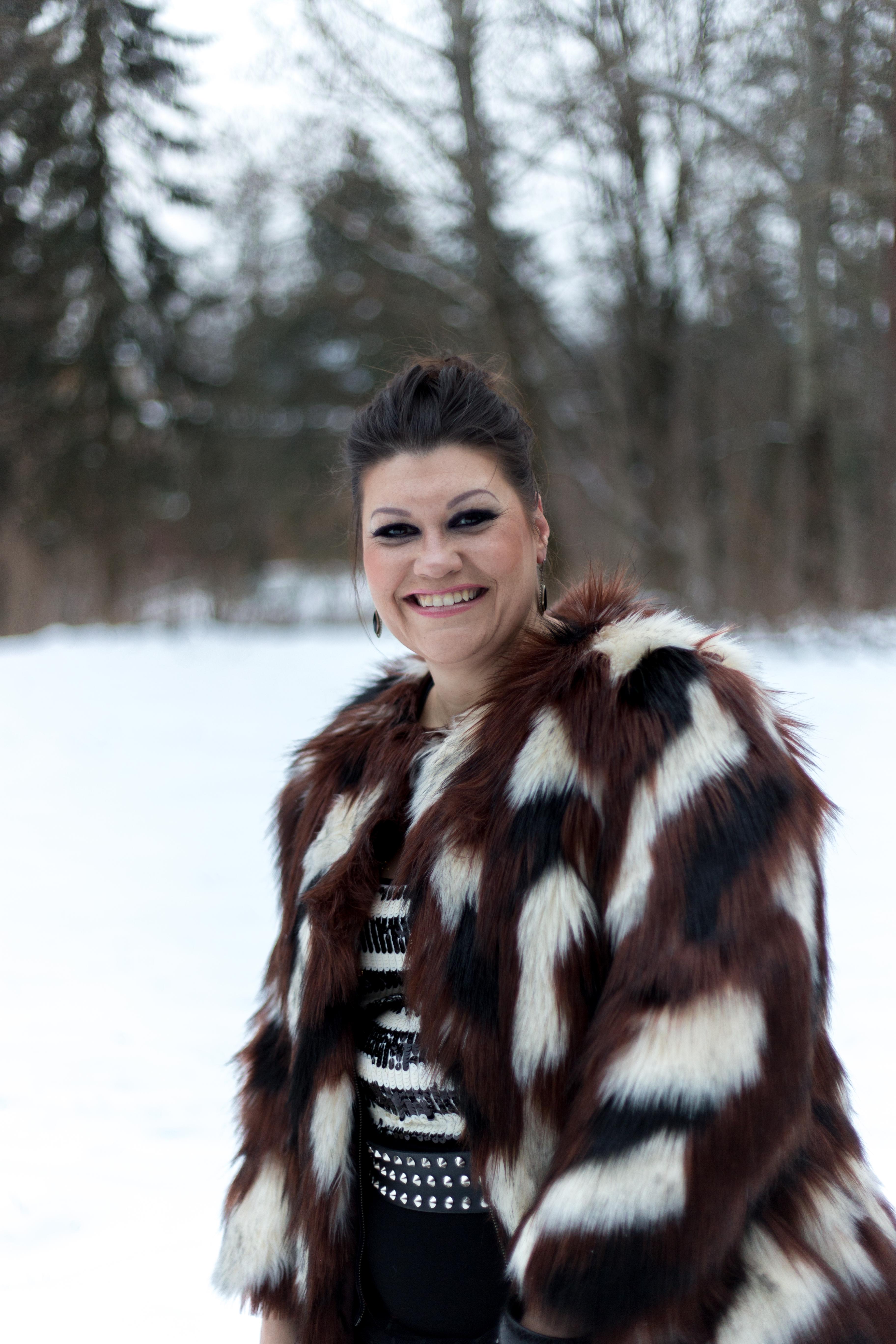 madonna blogger award navabi fauxfur plussize fashion devil queen outfit look pelz fakefur snowwhite kardiaserena (9)