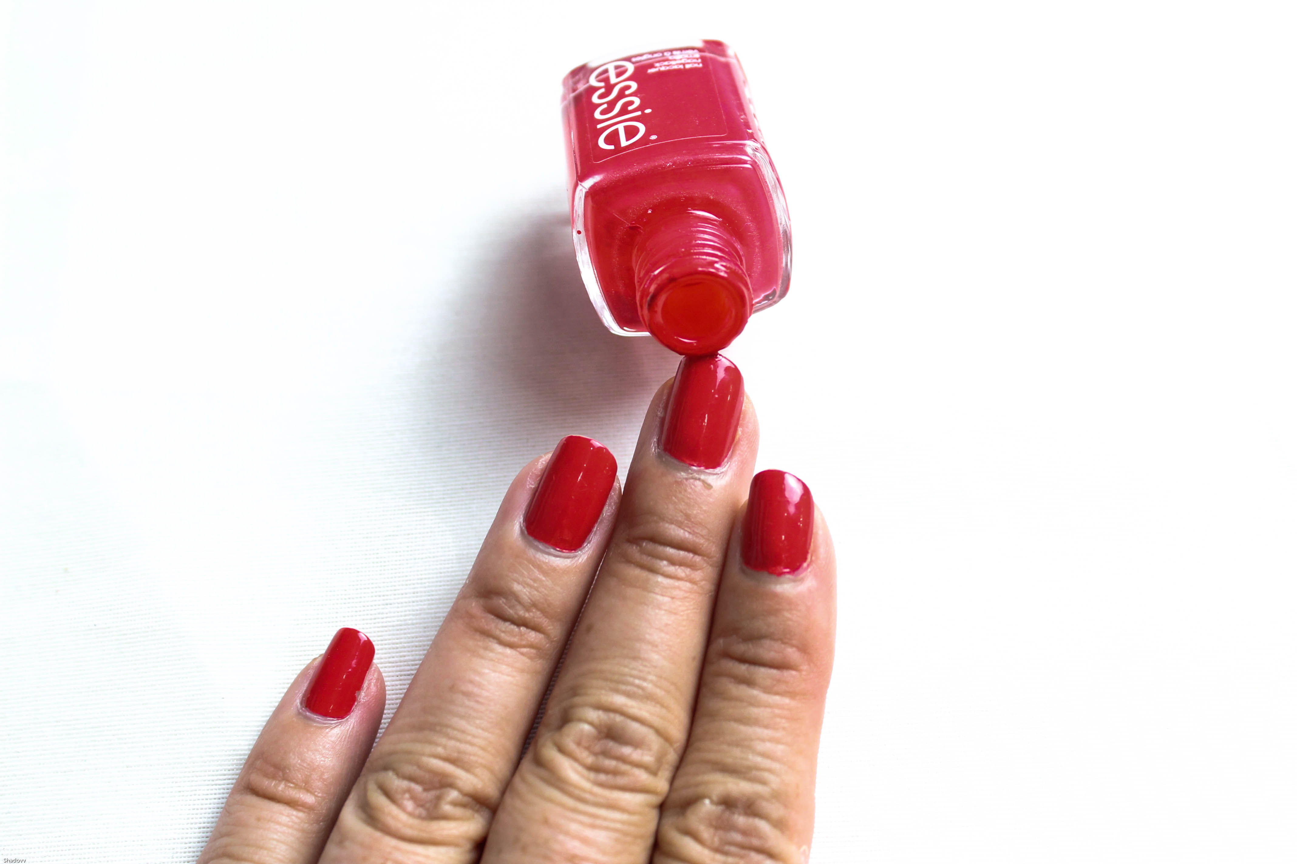 summer essentials essie too too hot kardiaserena (2)