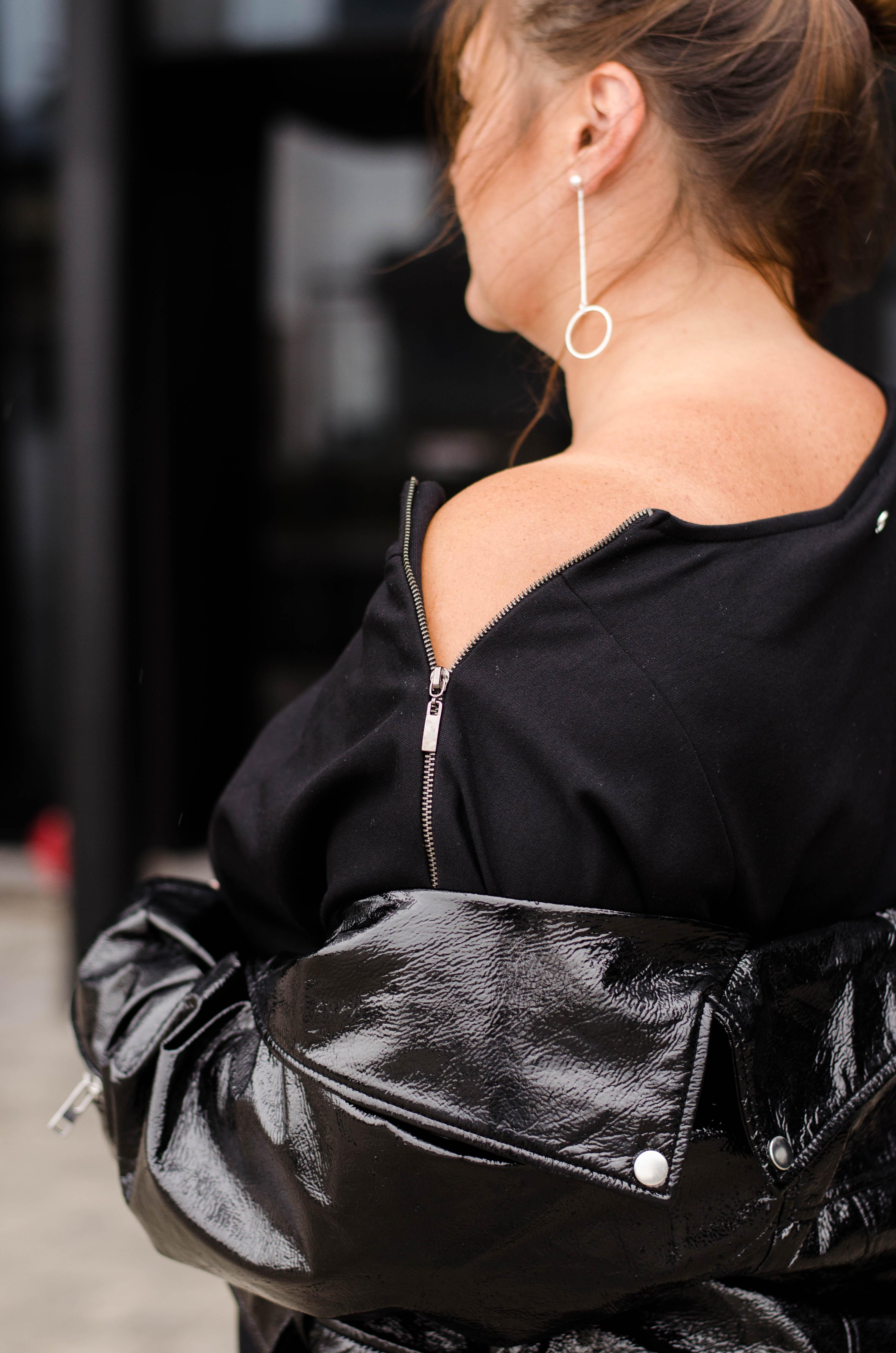 details schwarzes kleid mit zip reißverschluss lack lederjacke plus size fashion grandios vienna kardiaserena