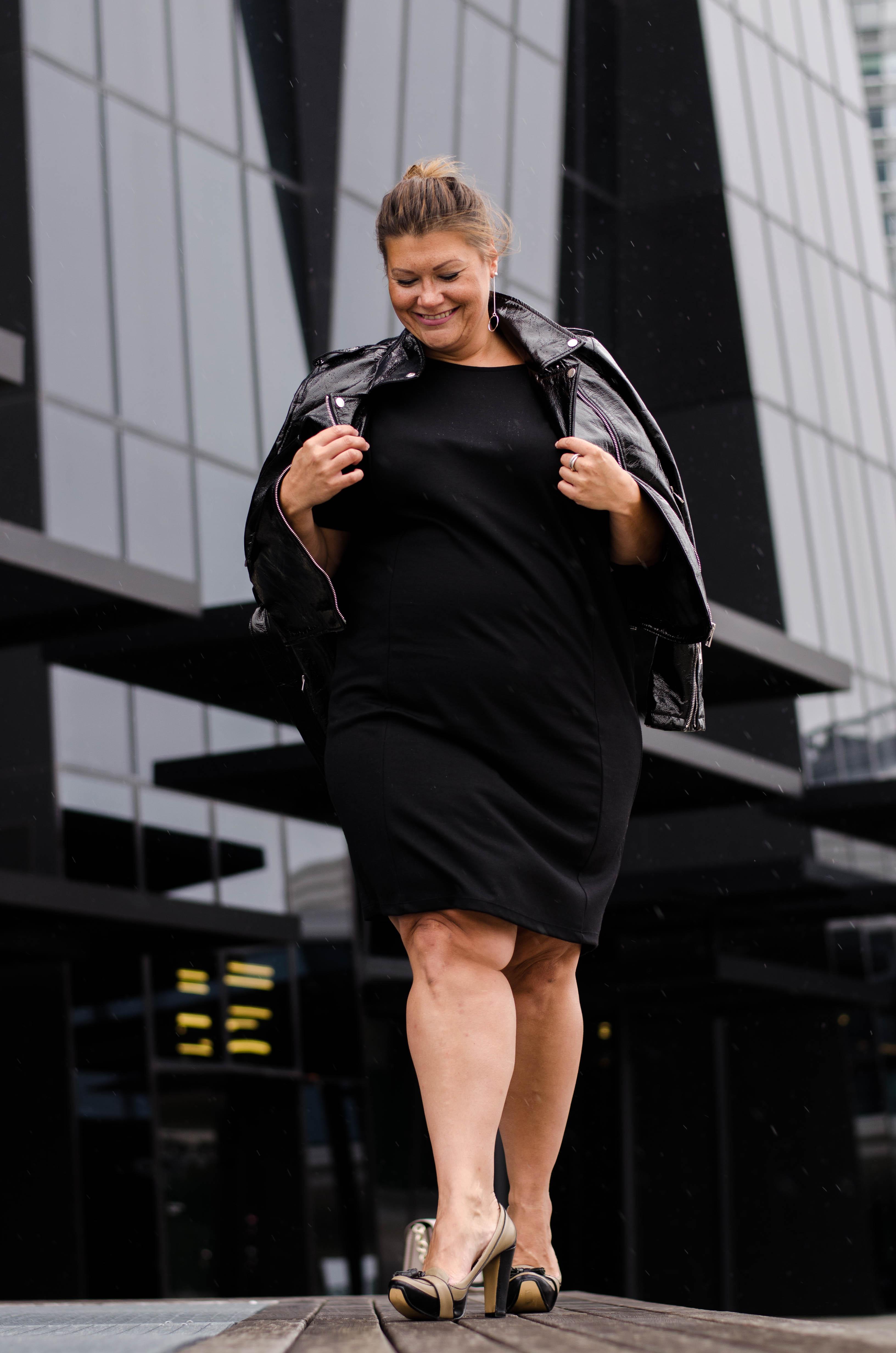 schwarzes kleid frapp fashion lack jacke zizzi fashion grandios vienna plus size fashion outfit look austrian blogger kardiaserena (4)