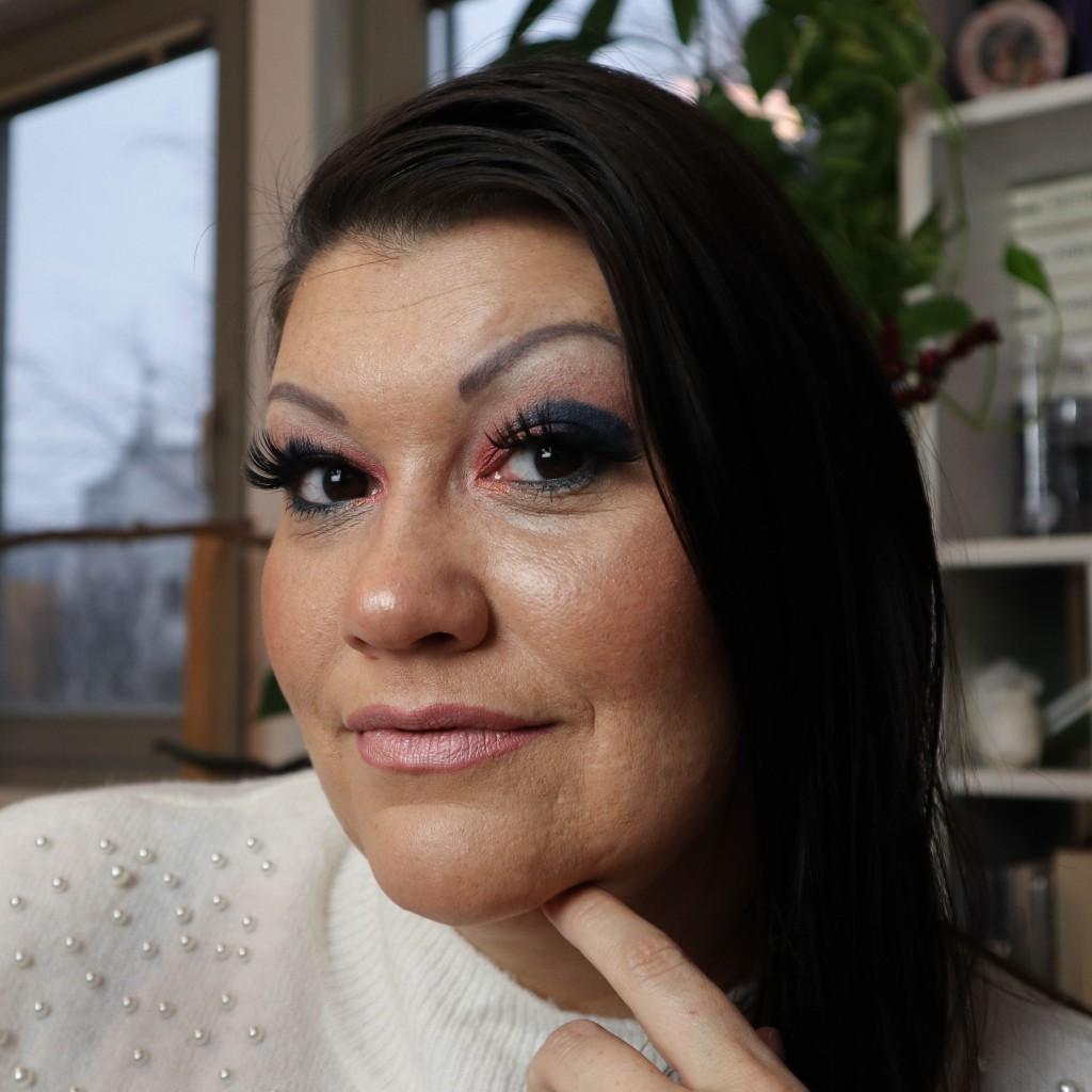 classic blue pantone 2020 farbe color 3 eye make-up looks beauty augen makeup lidschatten kardiaserena drama queen too faced ciaté london urban decay tamara mascara lashes