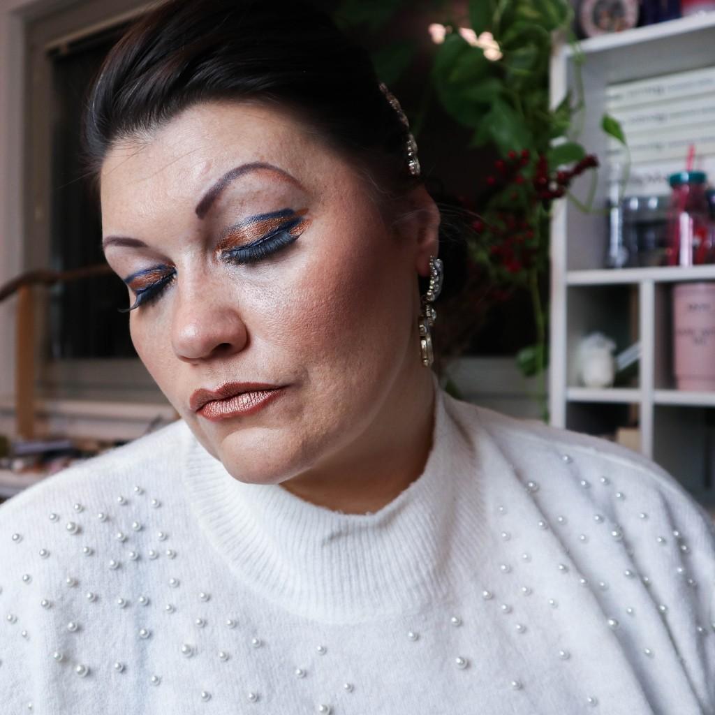 classic blue pantone 2020 farbe color beauty augen makeup lidschatten kardiaserena drama queen too faced ciaté london urban decay tamara mascara lashes cleopatra inspiration inspo